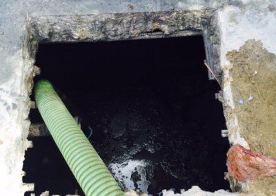 Inwendig reinigen van een septic tank 2