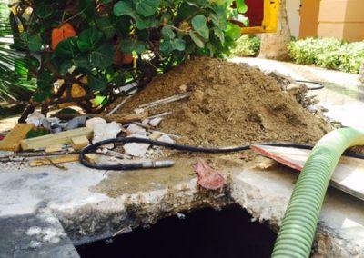 Inwendig reinigen van een septic tank